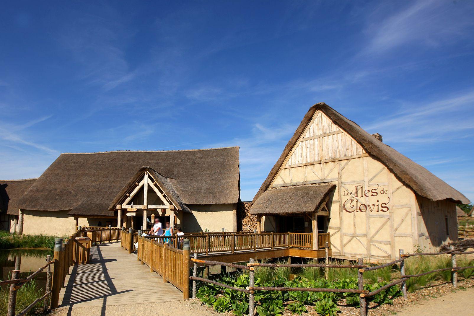 Puy du Fou - Hôtel Les Iles de Clovis avec accès au parc et à la Cinéscénie - 1